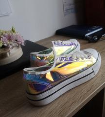 Hologrammos tornacipő