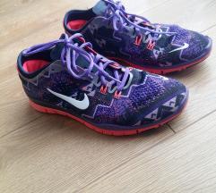 41-es női Nike cipő