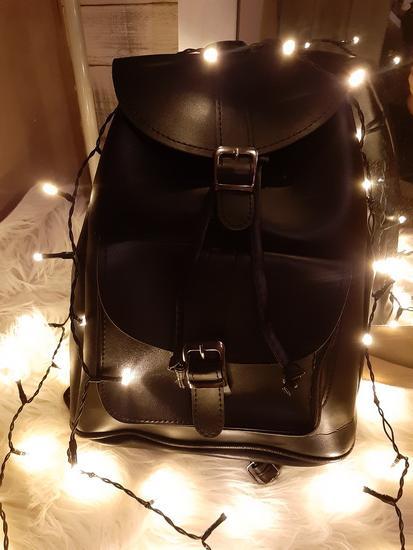 Új, fekete háti táska