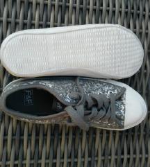 37-es F&F tornacipő