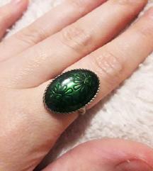 Nagy, zöld gyűrű
