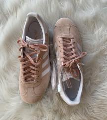 Új Adidas cipő