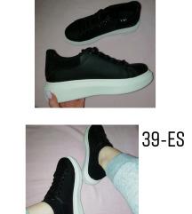 Magasított talpú fekete 39es cipő
