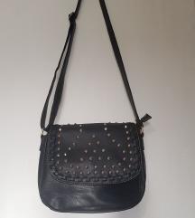 Fekete szegecses táska