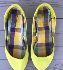 zöld színű topán