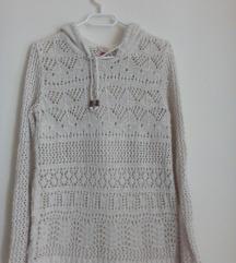 Kapucnis horgolt pulóver