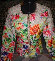Bézs alapon virágos átmeneti kabát S-es
