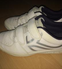 Dechatlon-os sportcipő 34-es (plakáton😊))
