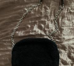 Fekete szőrmés táska