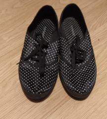 Kényelmes pöttyös topánka