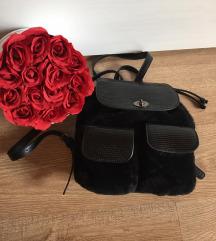 Parfois fekete szőrmés hátizsák