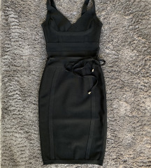 Alakformáló fekete ruha