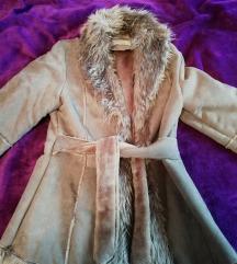 Eladó csinos irha kabát