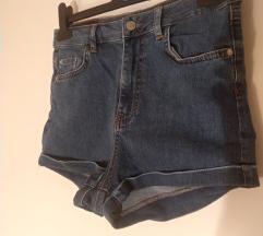 VADONATUJ Pull&Bear shorts