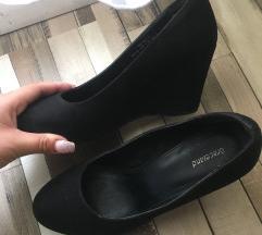 ELADÓ fekete telitalpú cipő