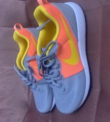Nike női edzőcupő