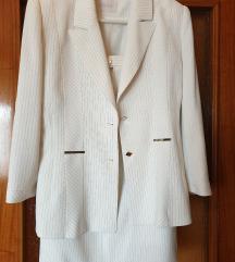 Csinos fehér kosztüm