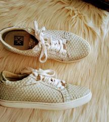 Kimkay pikkelyes ezüst cipő 38