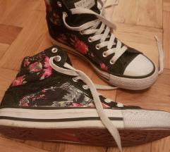 RESERVED egyszer hasznalt virágos tornacipő 37
