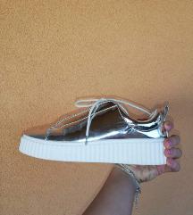 Ezüst cipô