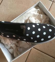 Pöttyös cipő