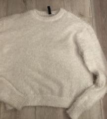 Puha, szőrös fehér pulcsi