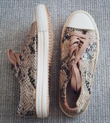 kígyós tornacipő