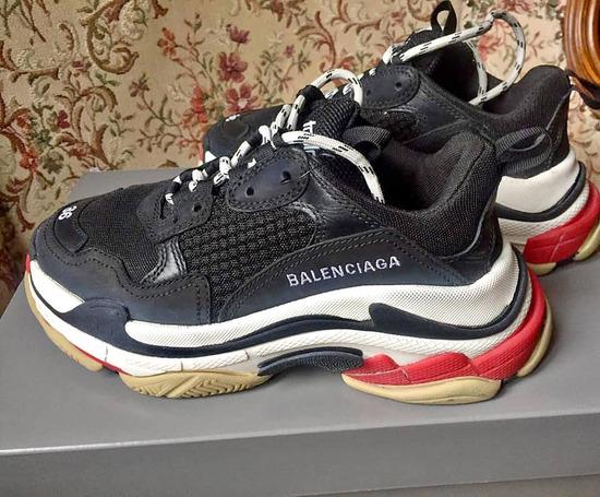 Eredeti számlás Balenciaga Triple s cipő