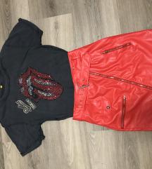 Rolling Stones póló és piros bőrszoknya