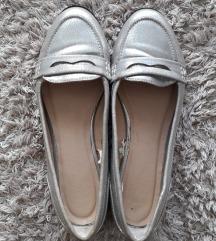 Ezüst színű cipő