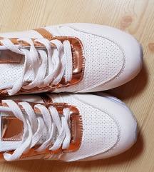 nyári magasított talpú cipő