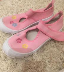 Rózsaszín gyerekcipkő