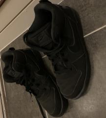 38,5 Nike cipő