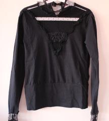 Csipkebetétes fekete pulóver *