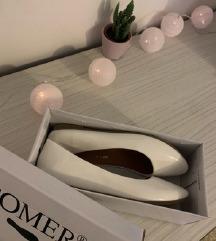 Fehér topánka