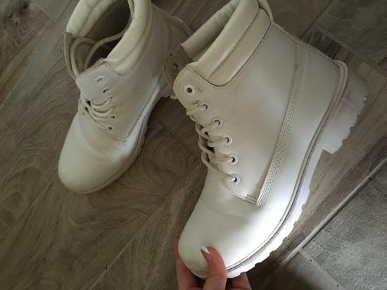 Fehér bakancs