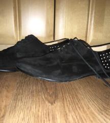 Kézzel készített hasítottbőr cipő