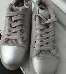 Szürke/ezüst bélelt bársony sportcipő 38