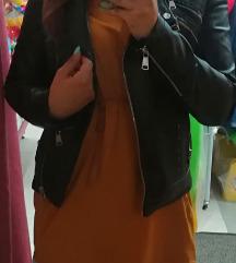Fekete bőrdzseki mustár póló