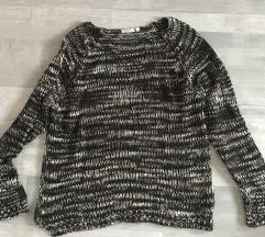 Laza kötött pulcsi