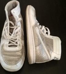 Ezüst + fehér magasszárú Nike 38