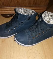 36-os magasszárú cipő