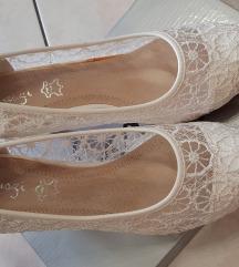 39-es csipke cipő