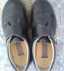 Fekete 38-as cipő akár otthonra is