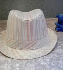 Csíkos kalap