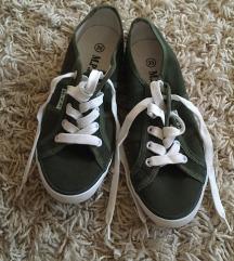 zöld  kiscipő