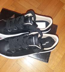 Vadiúj 38-as Skechers cipő