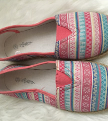 Rózsaszín kiscipő