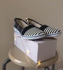 Új magastalpú csíkos-pettyes vászoncipő