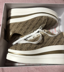 Új Guess platform cipő (37)